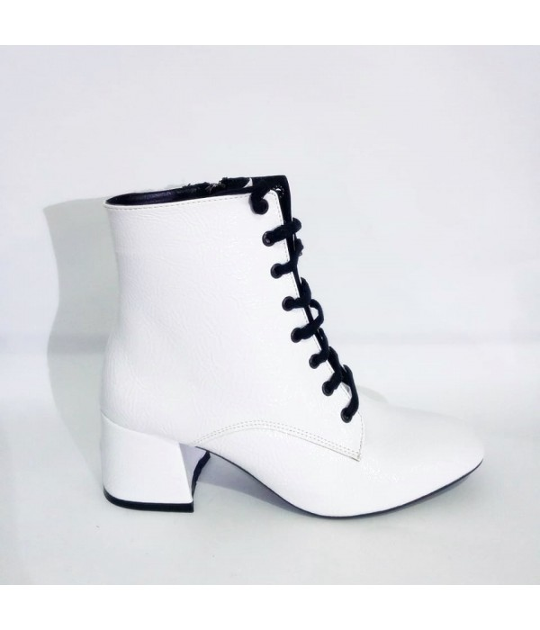 Beyaz Rugan Topuklu Bayan Bot